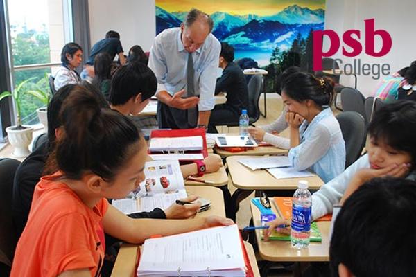 Sinh viên được giảng dạy trực tiếp bởi các giáo viên người bản địa