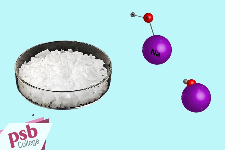 Sodium Hydroxide tồn tại ở thể rắn, màu trắng, được tạo thành từ ion dương Na+ và ion âm OH-.