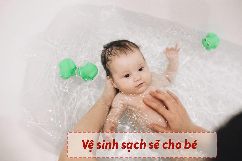 Giữ vệ sinh sạch sẽ cho bé
