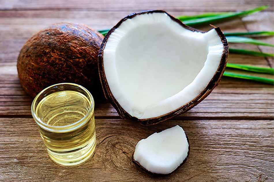 Chữa nứt kẽ hậu môn với dầu dừa